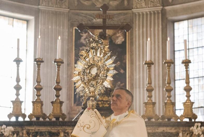 19 giu: Rinnovo del mandato ai ministri straordinari della Comunione della Diocesi di Tortona – AUDIO riflessione e preghiera del vescovo Mons. VIOLA