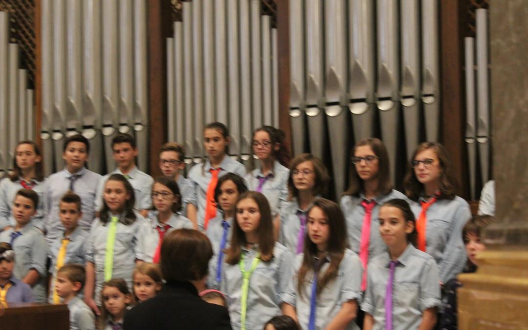 """Il coro dei bambini """"Note colorate"""" apre la rassegna dei cori mensili in Santuario"""