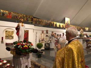 2 giu: Don Vanoi presiede la processione nella parrocchia del Sacro Cuore di Tortona